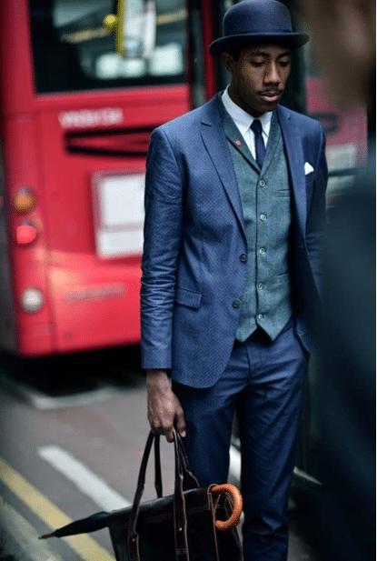 Se você vai estiver usando seu terno em um clima frio, o colete pode te aquecer. Ele também adiciona um toque formal ao seu terno.