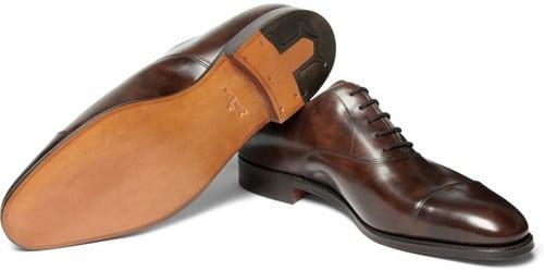 Um bom sapato clássico é um ótimo exemplo de aquisição de qualidade. Chore para comprar, mas o aproveite durante toda a vida.