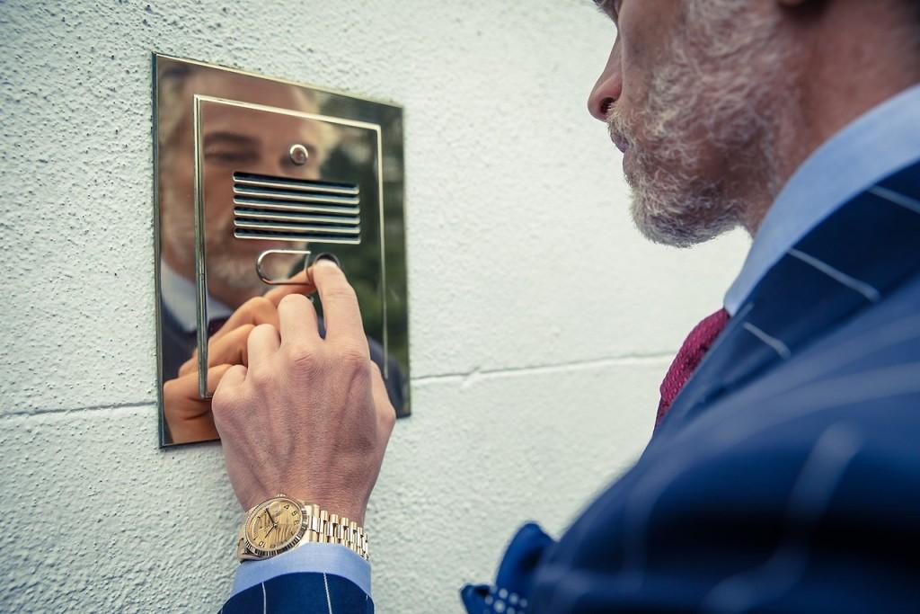 Puuts! Essa foto é doida d+. Olha esse cara mais velho com um visual business e um relógio dourado sensacional. Inspirem-se.