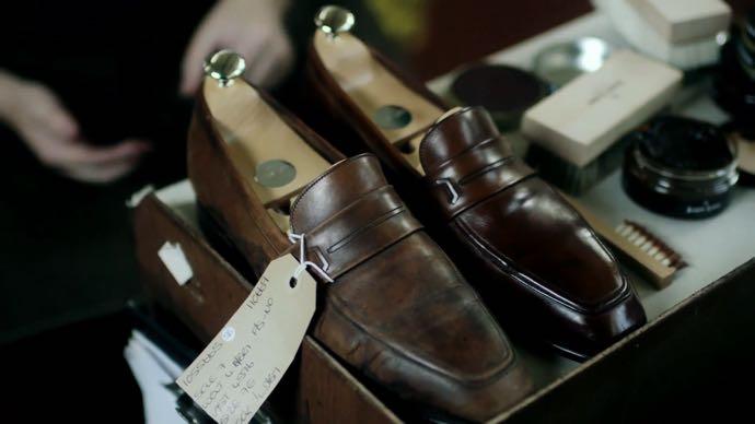8-erros-comuns-estilo-trabalho-dica-3-sapato-masculino-01