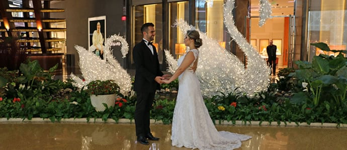 Roupa de Noivo Tendências - Roupa de Noivo Simples - Roupa de Noivo Dourada - Dicas de Roupa para Noivo - Letícia e Saulo - Moda para Casamento - Casar em Las Vegas - Casamento no Exterior - Destination Wedding - Moda Masculina Casamento - Moda para Homem Casamento
