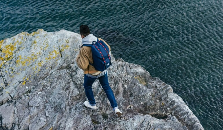 Entre Mochilas e Malas Masculinas, as mochilas são melhores para viagens curtas