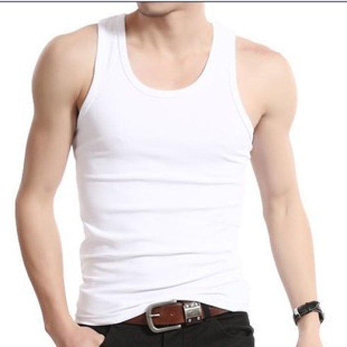 A Undershirt basicamente é uma camisa por baixo da roupa normal
