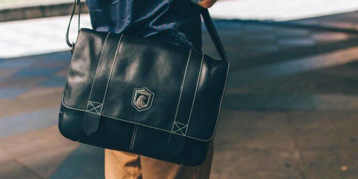 Sidebag de couro preta